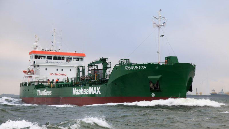 De Thun Blyth, hier tijdens de proefvaart van 27 oktober, is de eerste van het nieuwe Naabsamax-type van Ferus Smit. (Foto Henk Zuur)