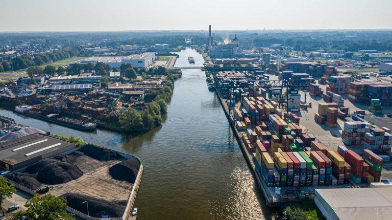 De haven van Hengelo wordt beter bereikbaar via de Twentekanalen. (Foto RWS)