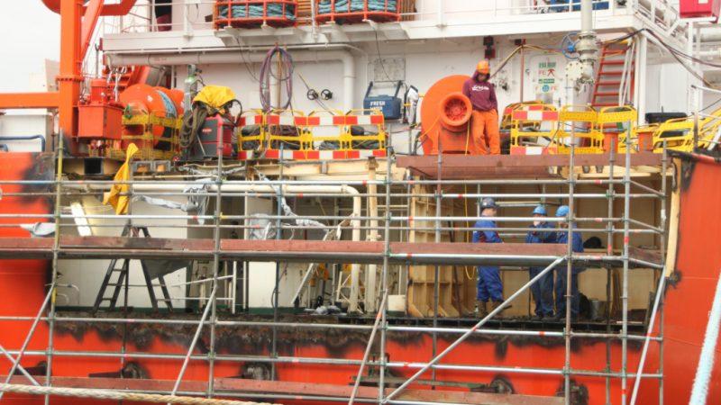 Op de werf Reimerswaal mag 's nachts niet meer gewerkt worden, op zaterdag beperkt en op zondag is de werf gesloten. (Foto Reimerswaal)