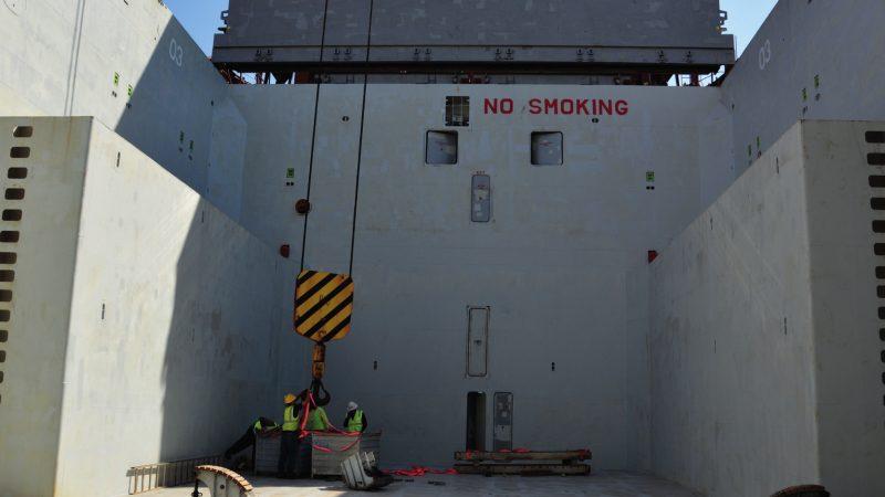 Het ruim van de Fortunagracht met de deuren van waaruit de matroos een dodelijke val maakte. (Foto OVV)