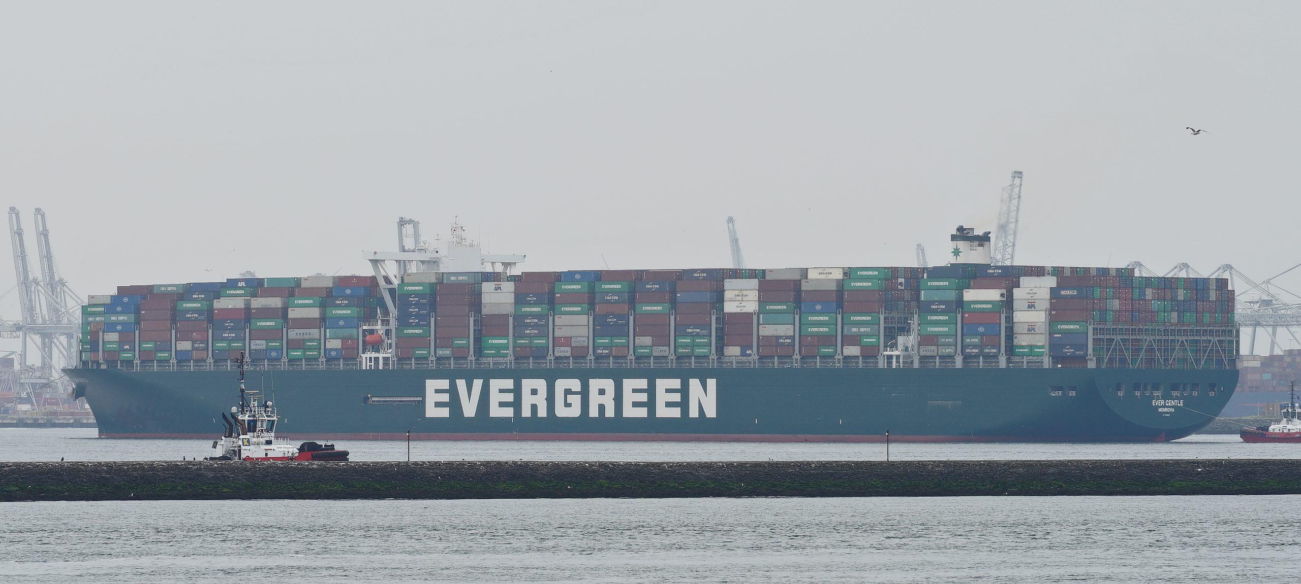 De Evergreen Ever Golden en Gentle (400 x 59 meter) sluiten met een capaciteit van 20.388 teu de lijst van de 10 grootste containerschepen. (Foto Wikimedia)
