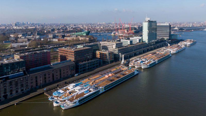 Schepen van Rivertech uit Arnhem lagen tijdens de eerste lockdown bij de PTA-terminal in Amsterdam. (Foto Rivertech)