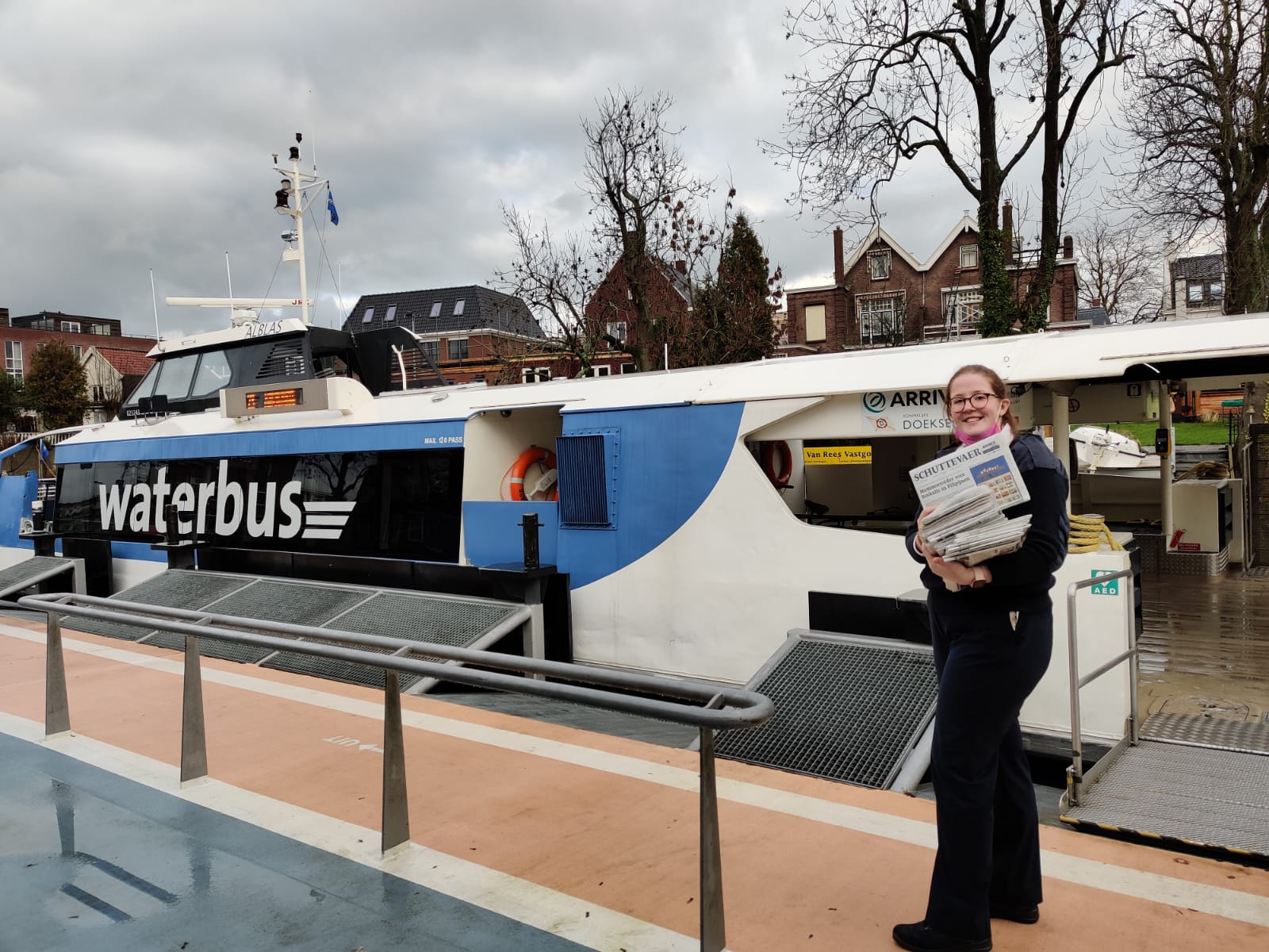Ook bij Waterbus lijn 23 worden kranten afgeleverd.