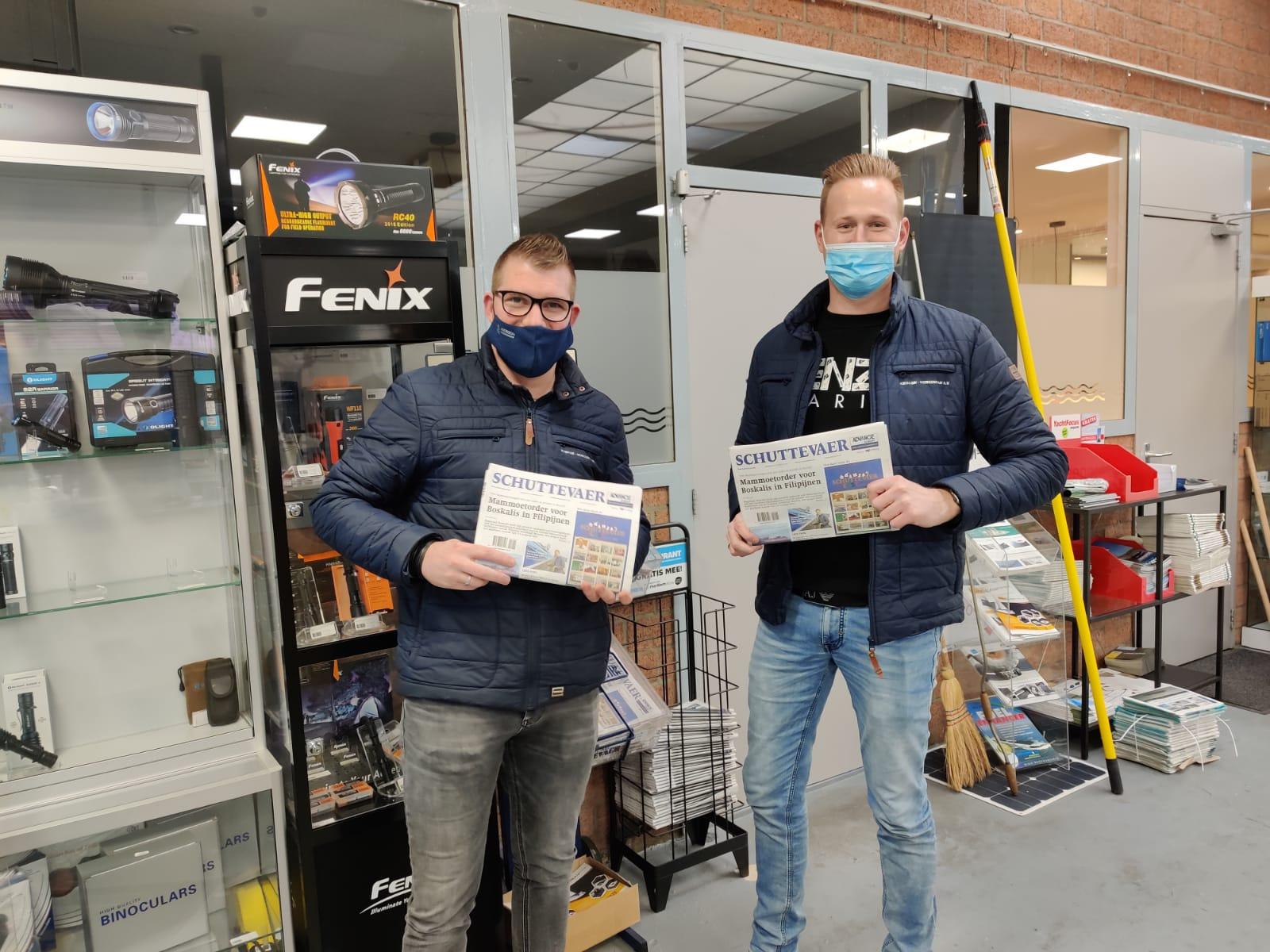 Bij de mannen van Kieboom-Werkendam, groothandel in scheepsonderdelen, mogen we ook een paar stapels kranten neerleggen.