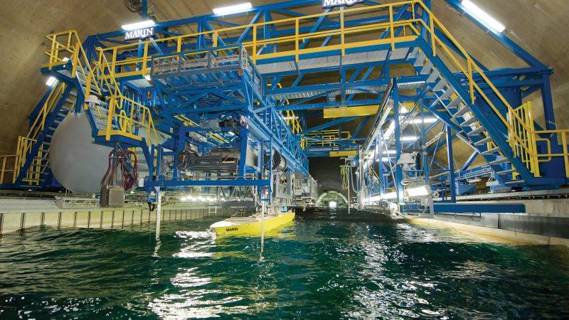 Uit modelonderzoek van Marin blijkt dat een lagere vaarsnelheid in de zeevaart meer ongevallen gaat opleveren. (Foto Marin)