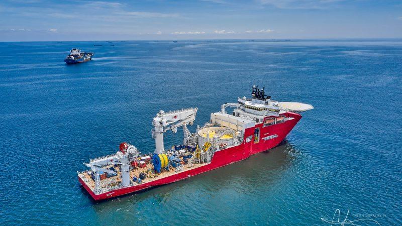 Fotobijschrift: Baggerbedrijf Jan De Nul Group neemt constructie- en kabellegschip Connector van de Noorse reder Ocean Yield.