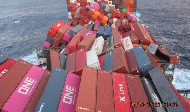 De ONE Apus verloor honderden containers tijdens een storm. (Foto ONE)