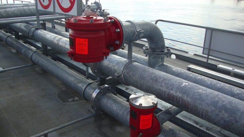 De tankvaart is een hoogtechnologische transportsector die milieu en veiligheid hoog in het vaandel heeft. (Foto BLN-Schuttevaer)
