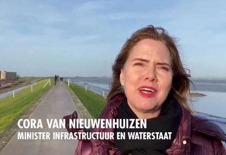 Het varend ontgassen op de binnenwateren wordt waarschijnlijk vanaf 2021 verboden. Dat zei minister Cora van Nieuwenhuizen in het maritiem overleg in de Tweede Kamer.