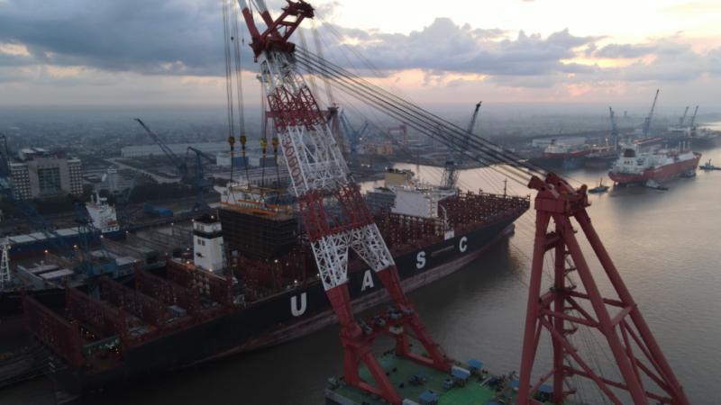 De Sajir krijgt een LNG retrofitting in China. (Foto Hapag Lloyd)