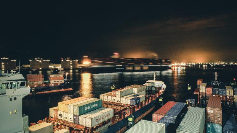 De haven van Rotterdam. ( Foto Andrey Sharpilo)