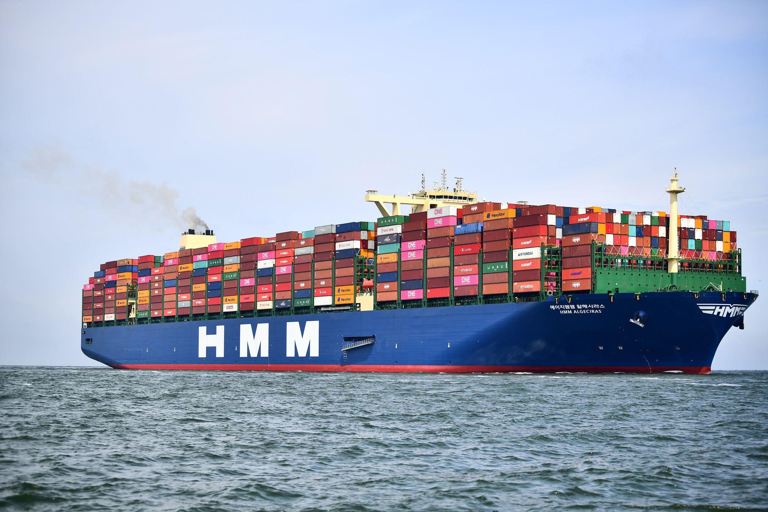Hyundai Merchant Marine (HMM) bezet ook de tweede plek in de Top 10. De overige vijf schepen uit de 24.000 teu-klasse van HMM zijn eveneens 400 meter lang en 61 meter breed. (Foto Havenbedrijf Rotterdam)