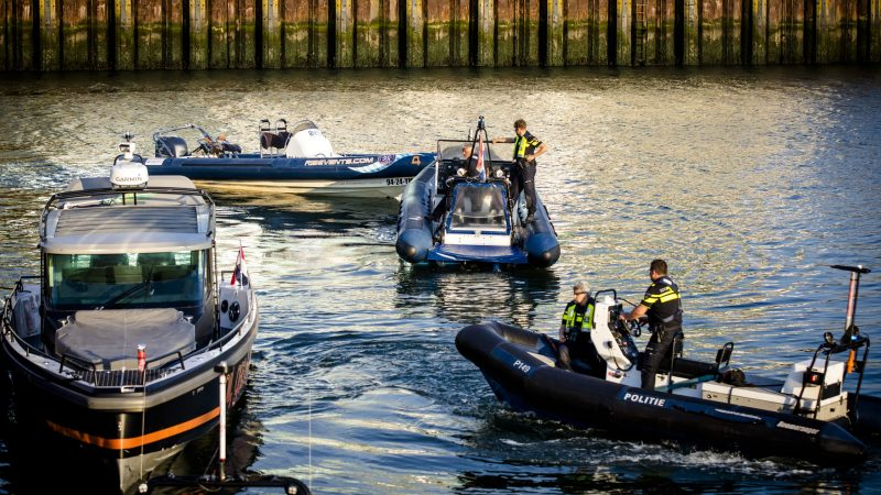 De twee schippers die betrokken waren bij het dodelijk ongeluk in de  haven van Scheveningen tijdens de Volvo Ocean Race krijgen 100 uur werkstraf. (Foto ANP)