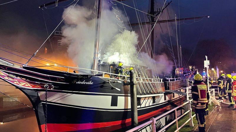 De Friederike von Papenburg is een replica van een historisch schip. (Foto Brandweer Papenburg)