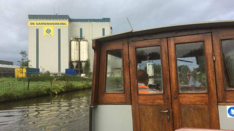 De mengvoederfabriek De Samenwerking aan de Hollandse IJssel in Hekendorp. (Foto Bart Oosterveld)