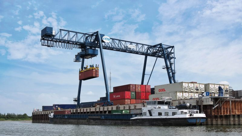 De broers Machiel en Harm Roelofsen moesten jarenlang geduld hebben voor ze in 2017 met hun Container Terminal Doesburg (CTD) van start konden gaan. (Foto CTD)