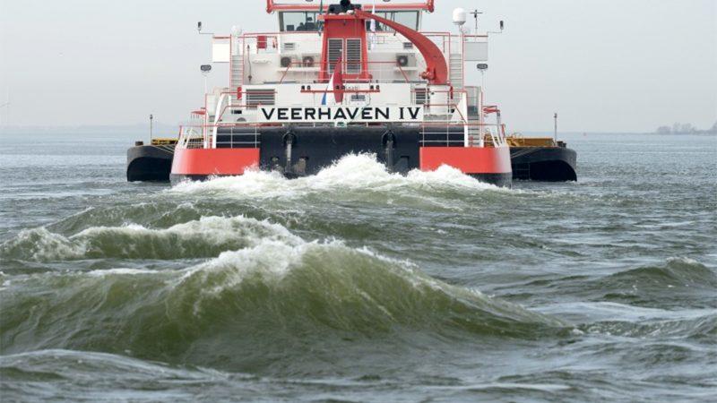 Theo de Groot, kapitein op de Veerhaven IV, is tevreden over BICS en de nieuwste versie. (Foto Veerhaven)