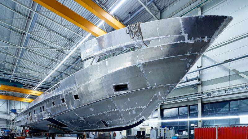 Voor de nieuwe 5000 aluminium serie ontwierp Heesen een efficiënte romp met een lage weerstand. (Foto Heesen Shipyards)