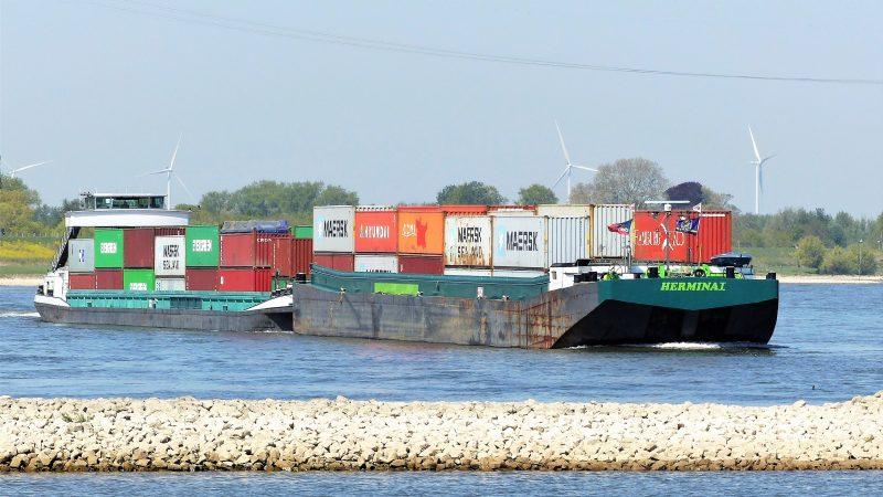 De Hermina vaart voor de Danser Group op de binnenvaartverbinding Limburg Express. (Foto Danser Group)