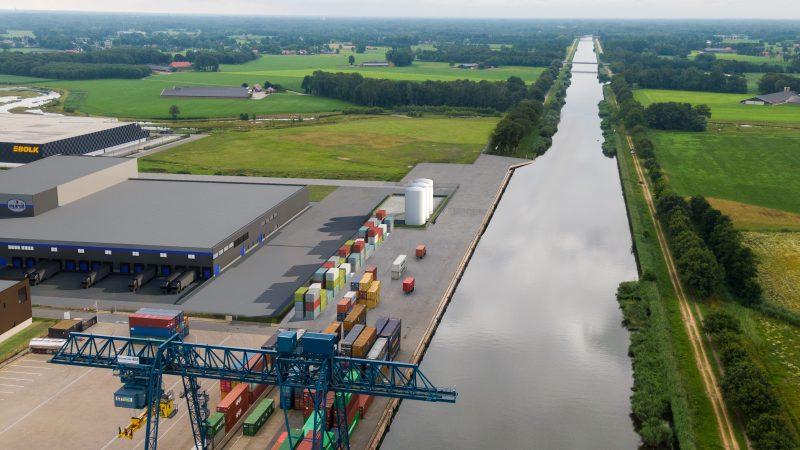 Combi Terminal Twente aan het Twentekanaal in Almelo heeft drie jaar na de opening al meer ruimte nodig voor containeroverslag en neemt ook de nu nog openbare laad- en loskade in gebruik. (Foto Port of Twente)