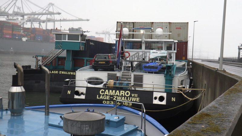 De Camaro VII van Dubbelman Container Transporten ligt op de Maasvlakte. (Foto Wiktor Bukowski)