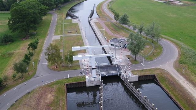 De Coevordersluisophaalbrug in buurtschap De Haandrik. (Foto Provincie Overijssel)