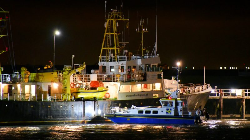 Maandagavond kwam een schip van de Belgische loodsen in de problemen in Vlissingen. (Foto HVZeeland)