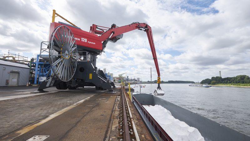 Binnenvaartcoöperatie NPRC gaat samen met de Duitse polymerenproducent Covestro een deel van hun vloot op de Rijn ombouwen naar waterstofschepen. Foto Covestro