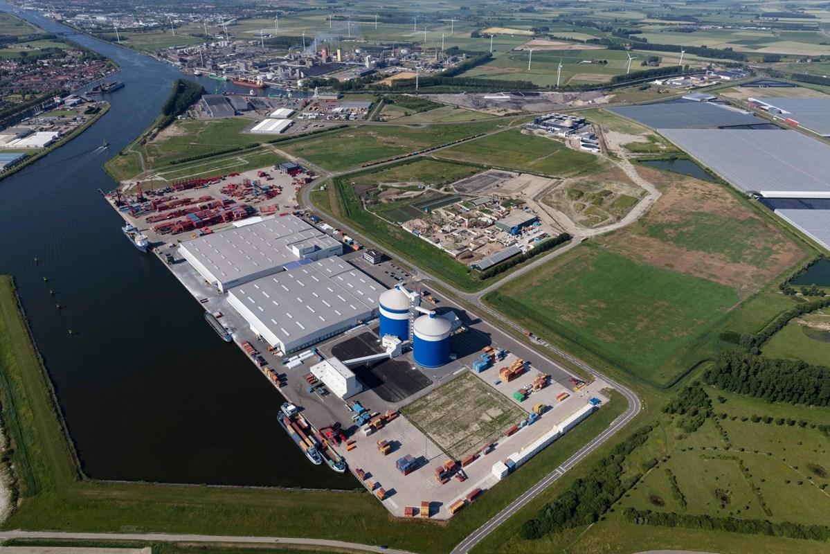 Containervervoerder MSC opent een nieuw containerdepot bij Vlaeynatie aan de Autrichehaven in Westdorpe, Zeeuws-Vlaanderen.