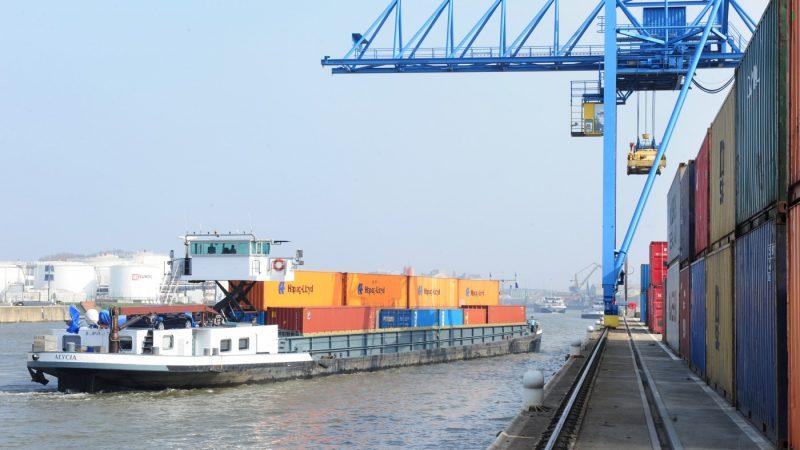 Ondanks de daling is 2020 het op een na beste jaar ooit voor het containervervoer van en naar Brussel. (Foto Port of Brussels)