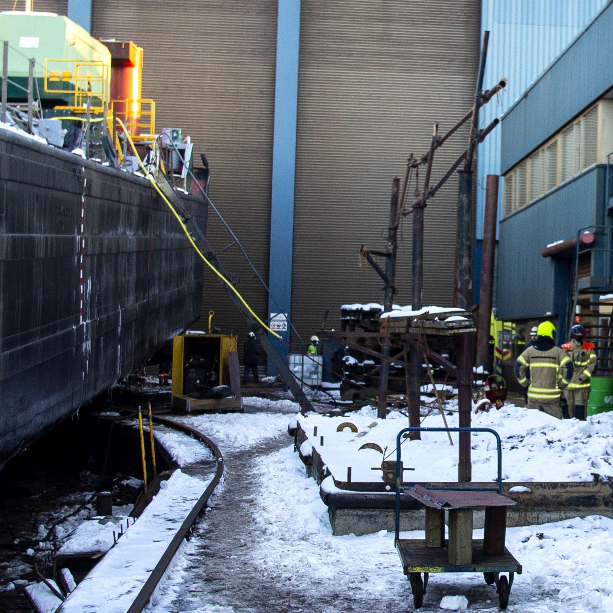 Ijzerwerker raakt in Zwijndrecht gewond na kleine explosie op schip.