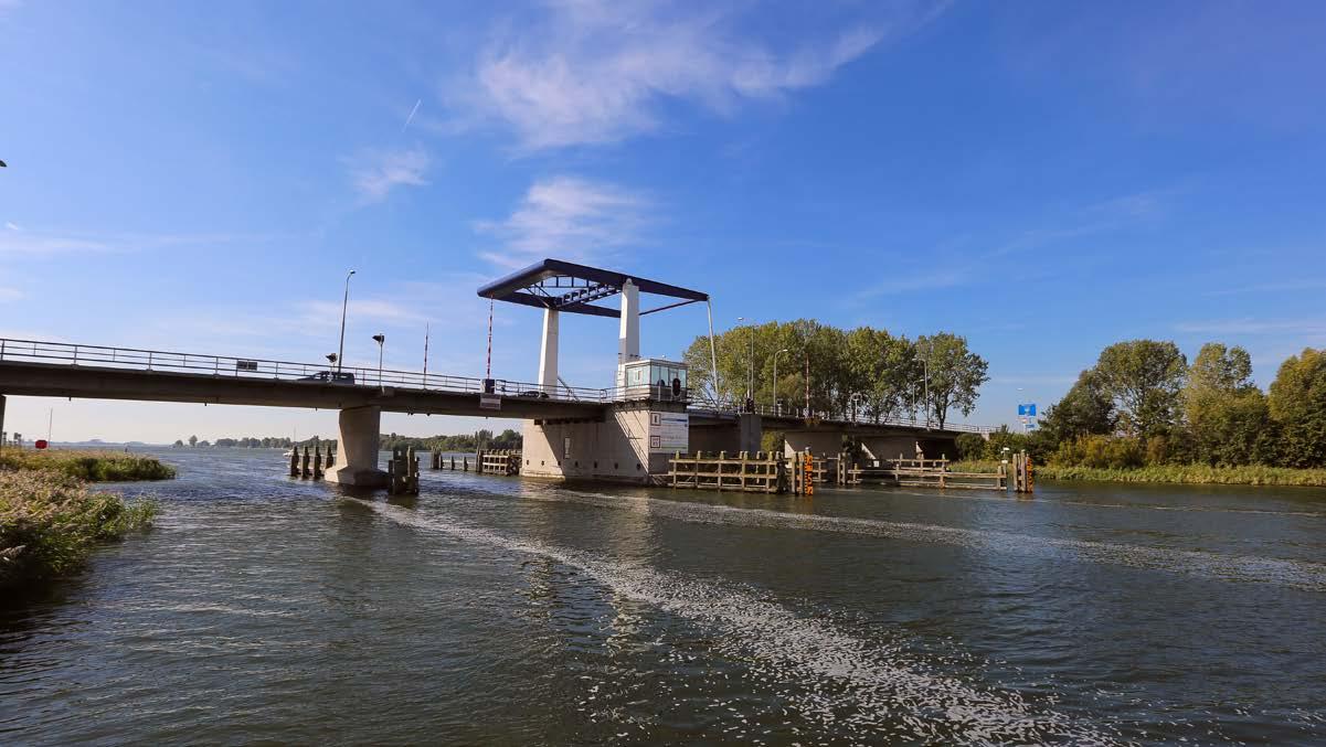 De Elburgerbrug tussen het Veluwemeer en het Drontermeer (Foto provincie Flevoland)