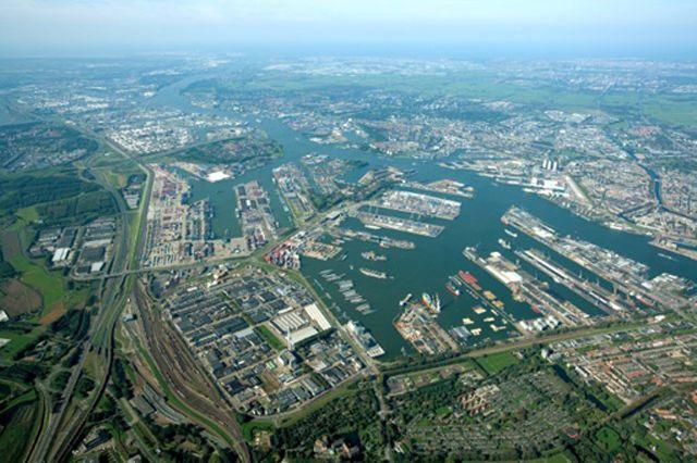 Waalhaven (Foto Port of Rotterdam/Dick Sellenraad)