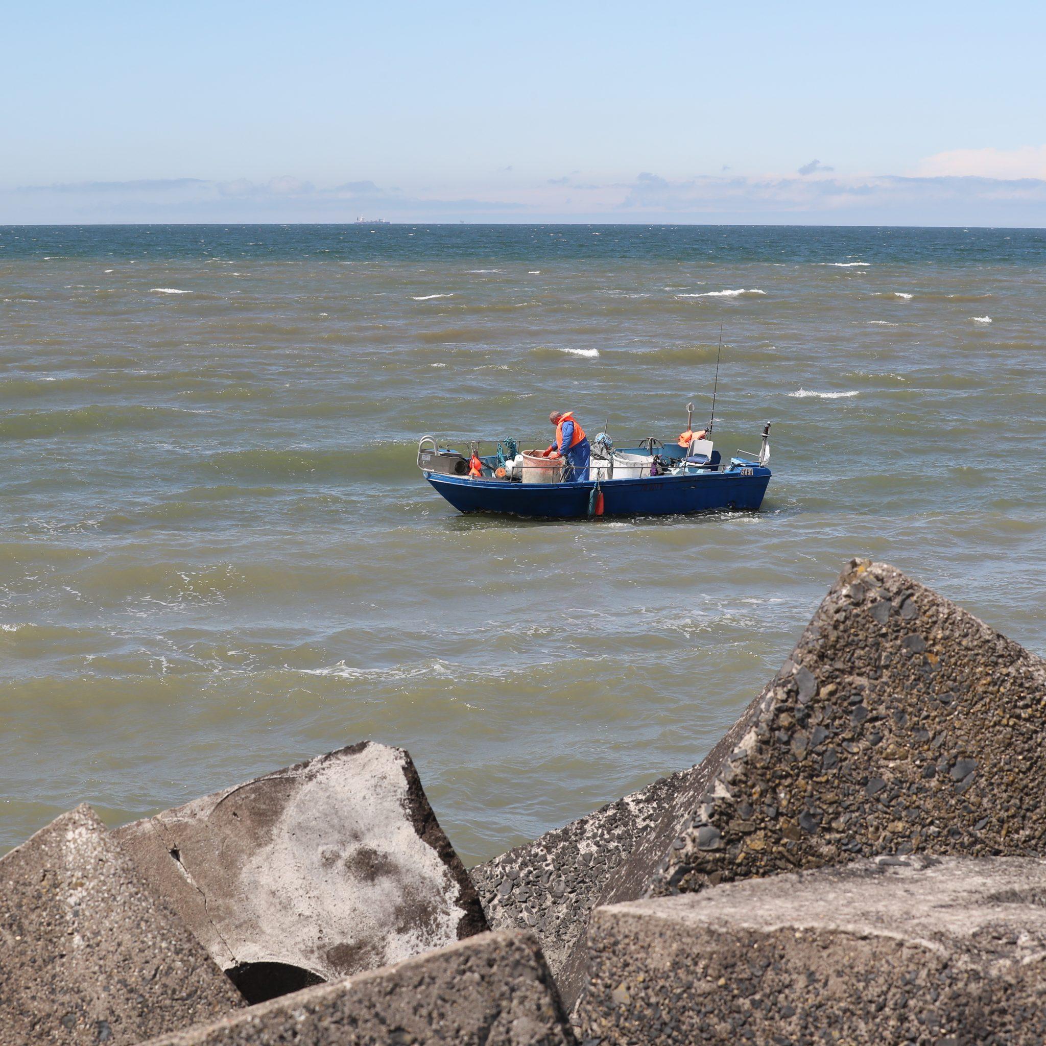 BPQ 2109 Staandwantvissers worden aangepakt door nautische boa's