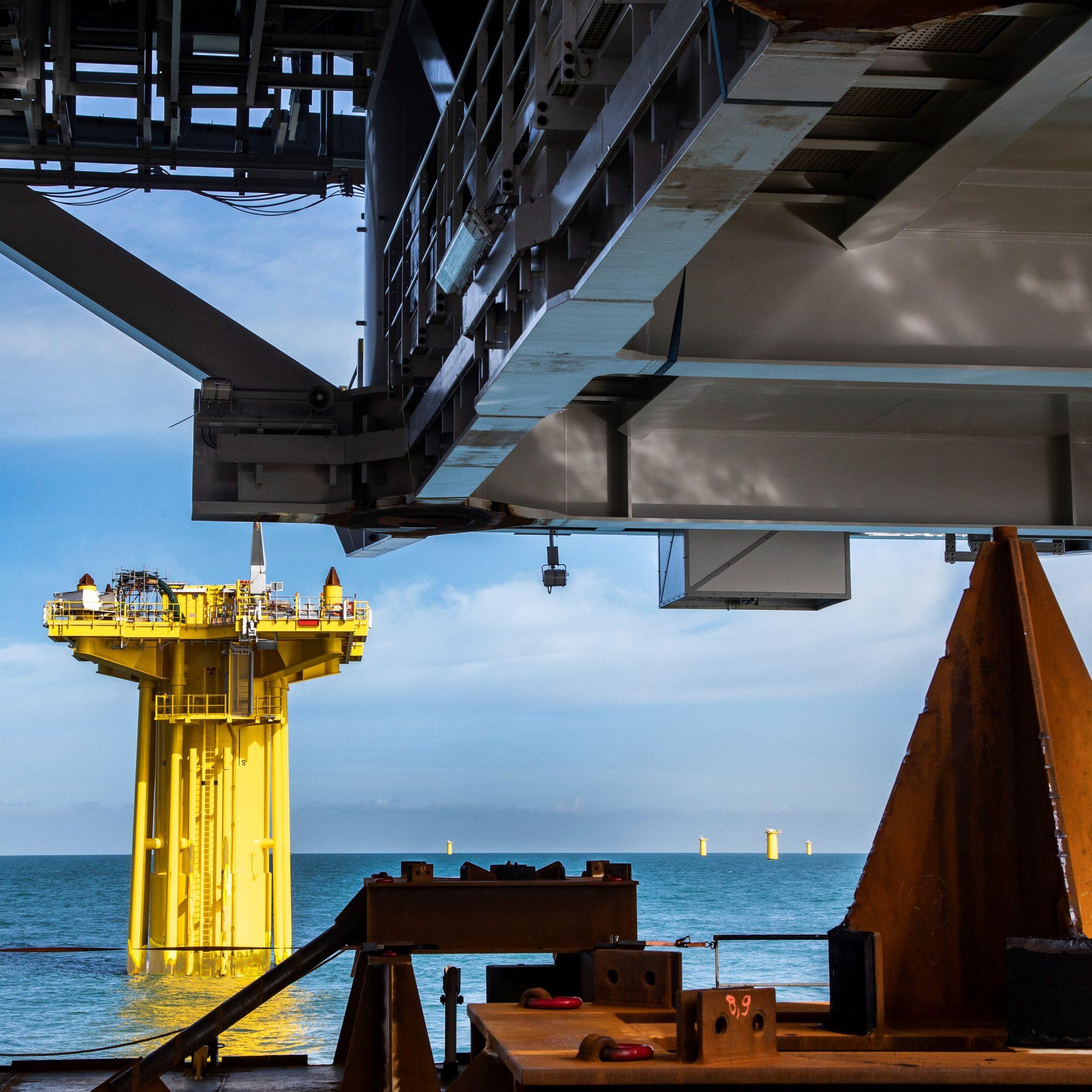 Installatiewerk op zee door DEME Offshore. (Foto: DEME)