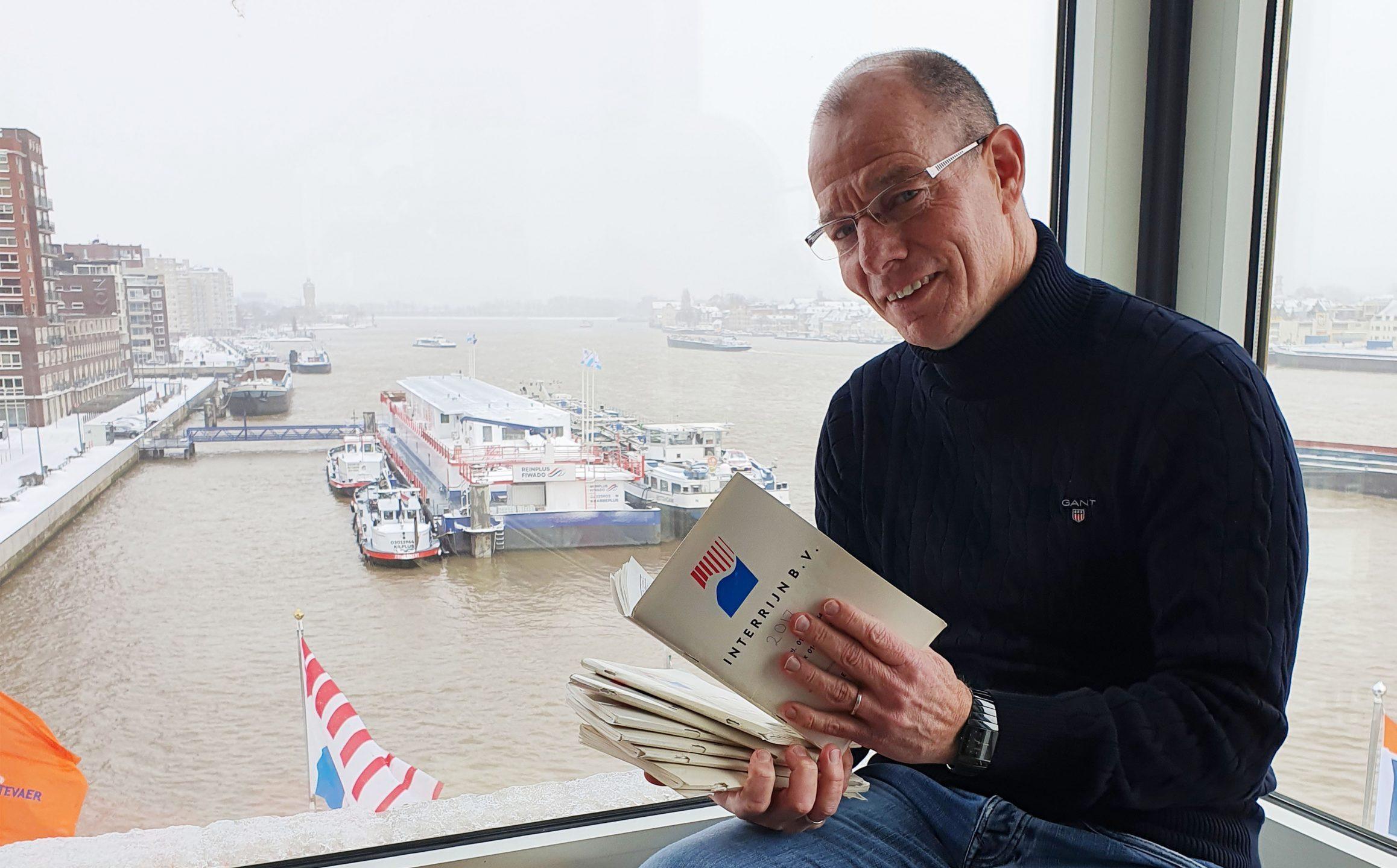 Operational Manager Louis Bosman van Interrijn al ruim 30 jaar iedere dag onder andere alle waterstanden bij van de Rijn. (Foto Erik van Huizen)