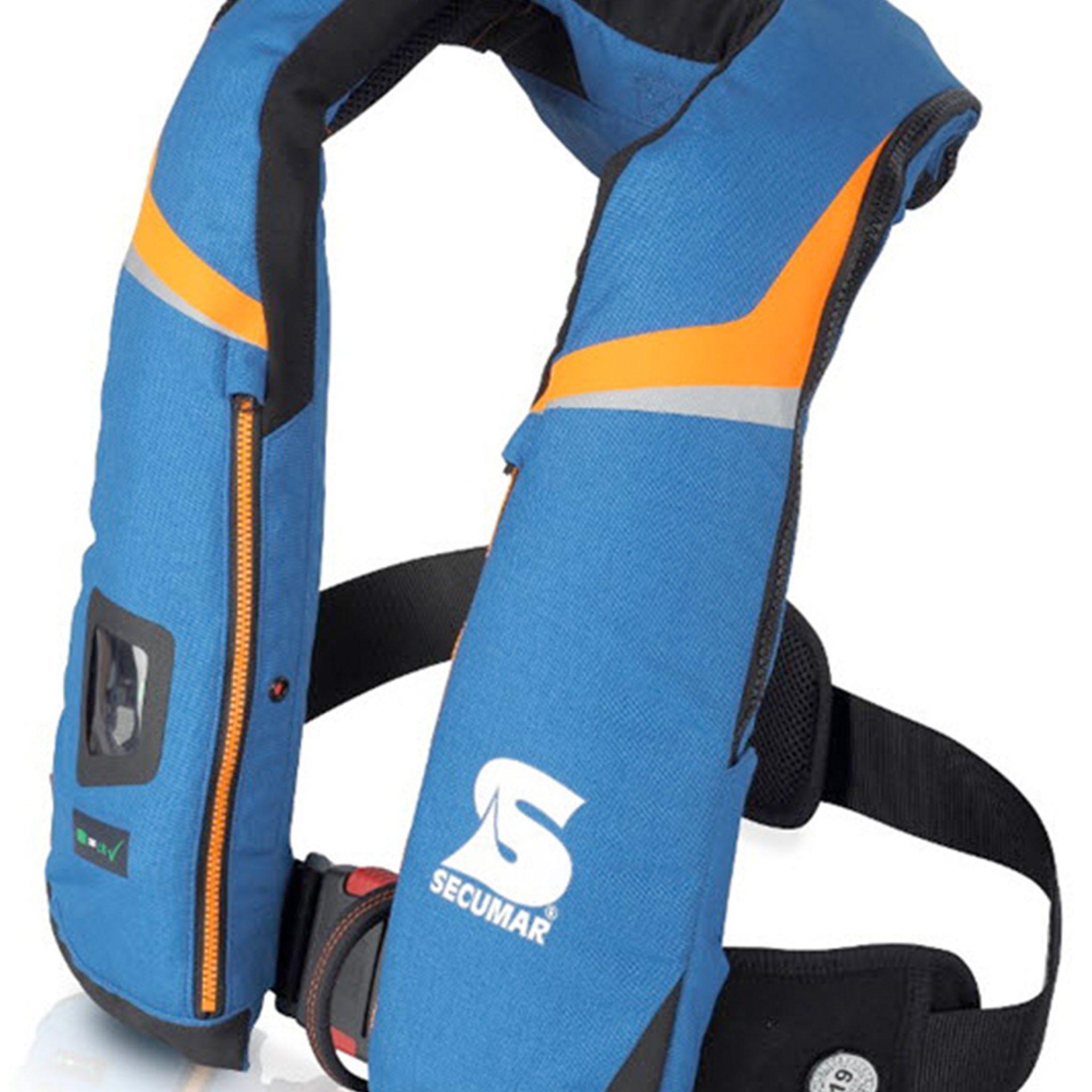 De Secumar 275N HIGH-END is een reddingsvest met een zogenoemd 3-D drijflichaam, goedgekeurd conform DIN EN ISO 12402-2. Dit vest is geschikt voor gebruik bij zwaarweer kleding of een overlevingspak en is voorzien van noodverlichting en de mogelijkheid tot integratie van een noodzender. (Foto Secumar)