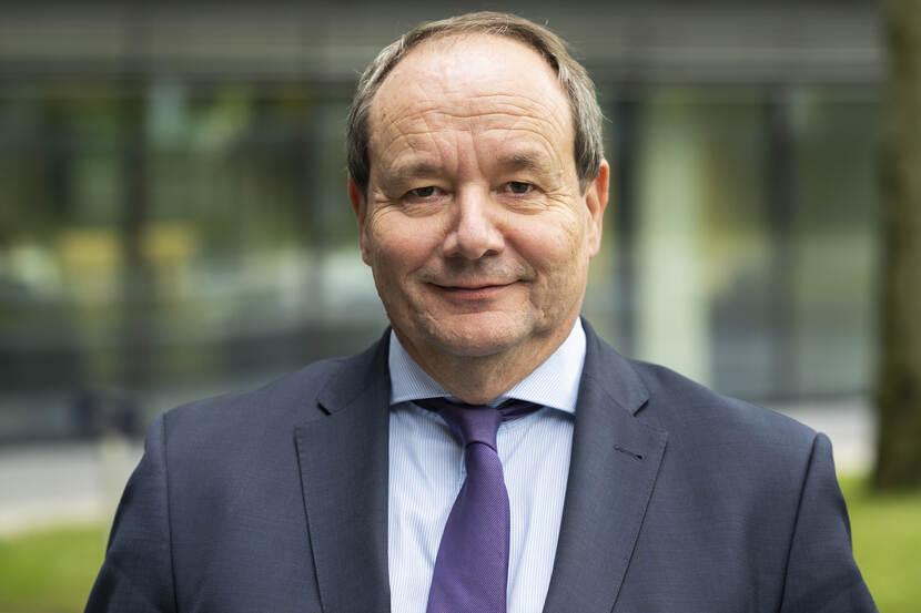 Staatssecretaris Hans Vijlbrief (foto) en minister Wouter Koolmees willen een gebaar maken naar deze Rijnvarenden' met de tegemoetkoming, die volgens hen 'bijzonder is, omdat Nederland geen partij is bij de onterechte premiebetaling.'