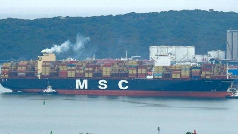 De MSC Aries is naar schatting 41 containers verloren. (Foto Splash247)