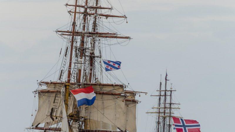 De Bark Europa kiest zee tijdens een tallship-race in betere dagen. (Foto's Peter Fokkens)