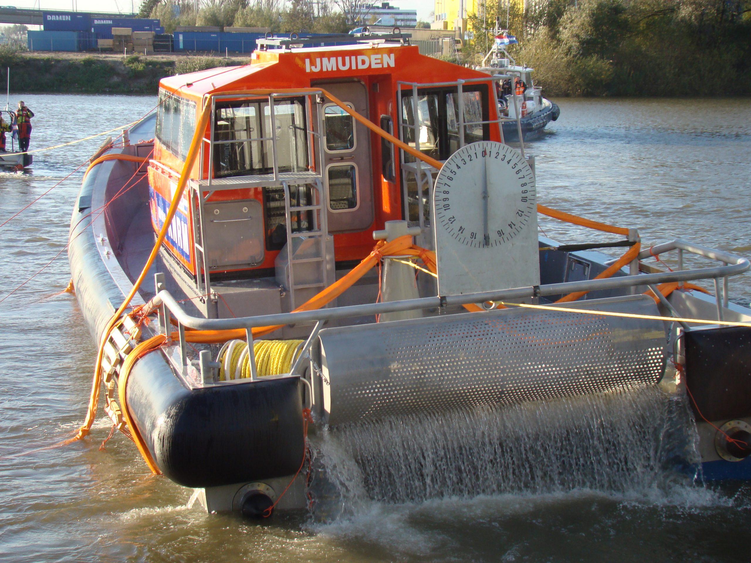 De Nh1816 krijgt een aangepast ontwerp: de Nh1816-2. Hier komt de IJmuider boot in oktober 2013 net terug uit haar kantelproef. Foto: Sander Klos