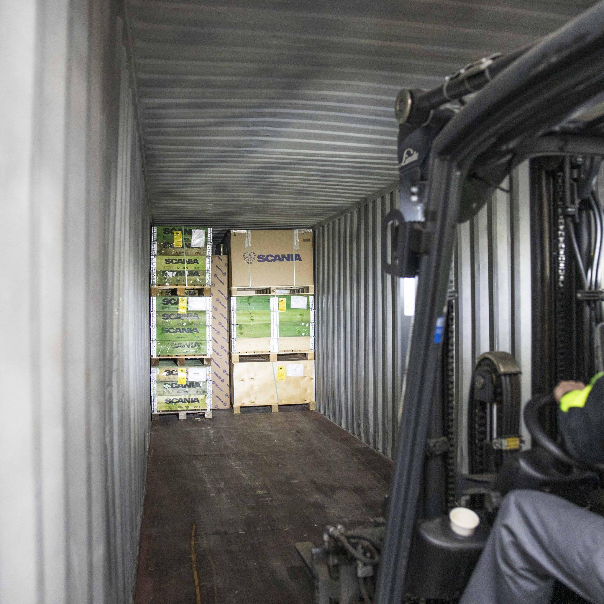 Scania Parts Logistics schakelt over op binnenvaart voor het vervoer van containers. (Foto Gilles Dumoulin)