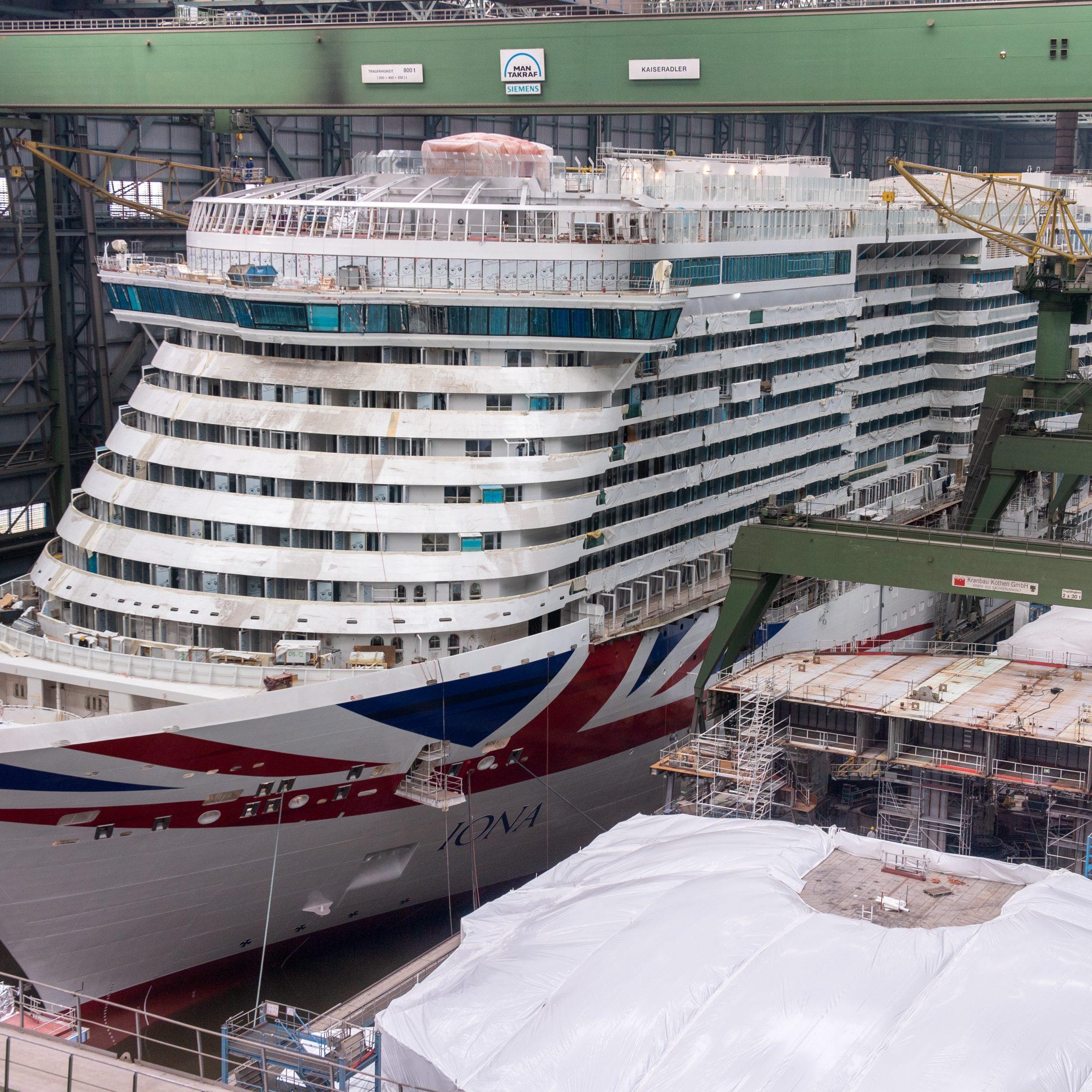 In oktober 2020 leverde de Meyer Werft de Iona op aan P&O Cruises; eind februari werd begonnen met de bouw van het zusterschip Arvia. De oplevering staat gepland voor eind 2022. (Foto Meyer Werft)