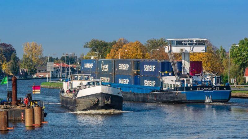 'De binnenvaart moet schoner gaan opereren,' aldus Cora van Nieuwenhuizen.
