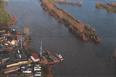 Luchtfoto van de situatie bij scheepswerf Heerwaarden (Bron Rechtspraak.nl)