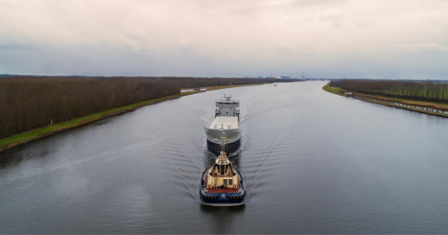 Een Bijlsma Trader wordt vervoerd door VMS Shipping Group. (Foto VEKA Group)