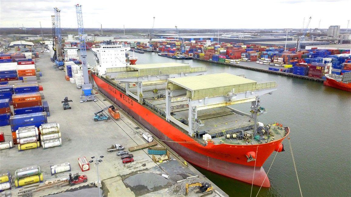 De MV Saga Fram meert aan bij CCT Moerdijk. (Foto Port of Moerdijk)