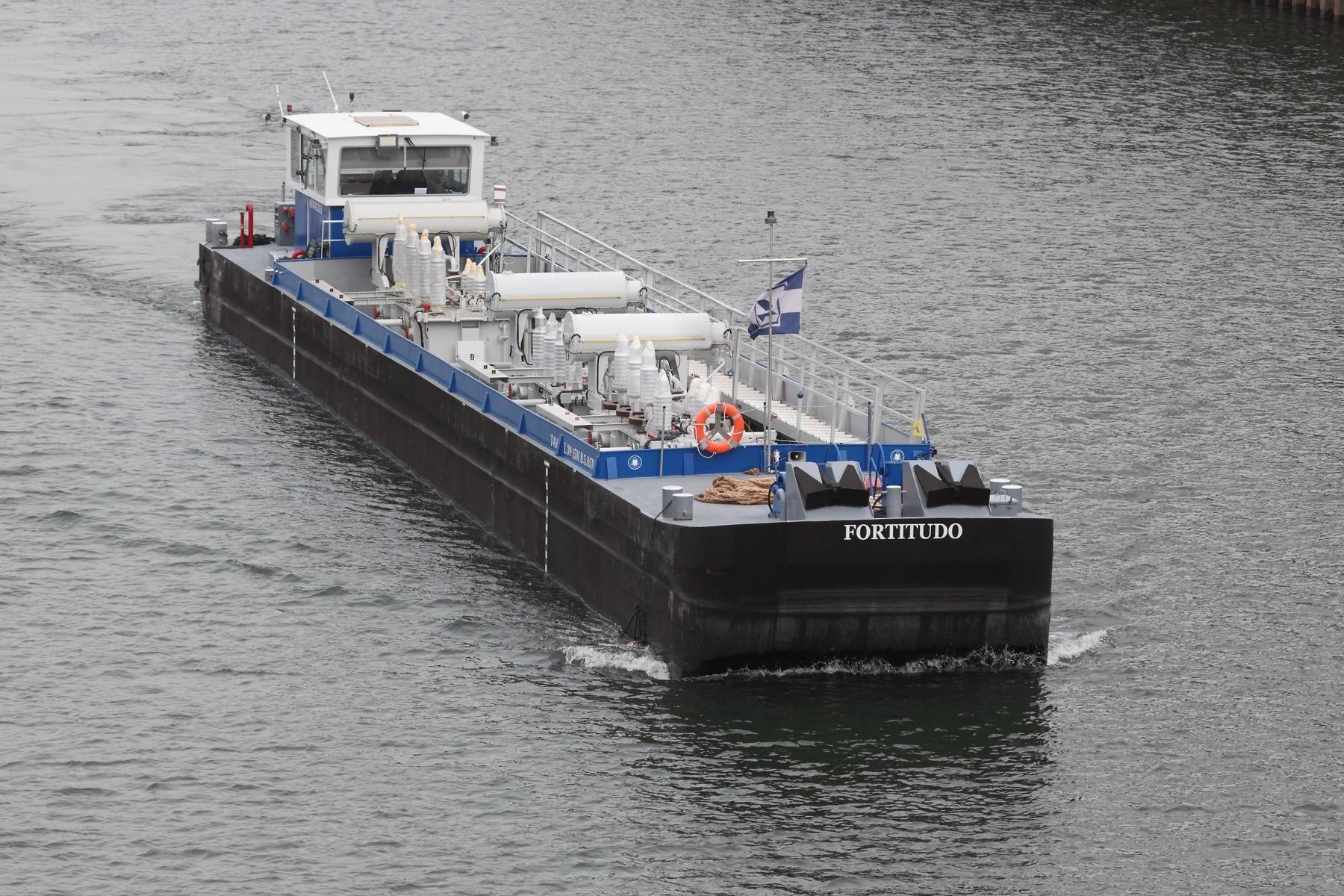 De Fortitudo is speciaal bedoeld voor het transport van zware lading over smalle kanalen. (Foto Rhenus)