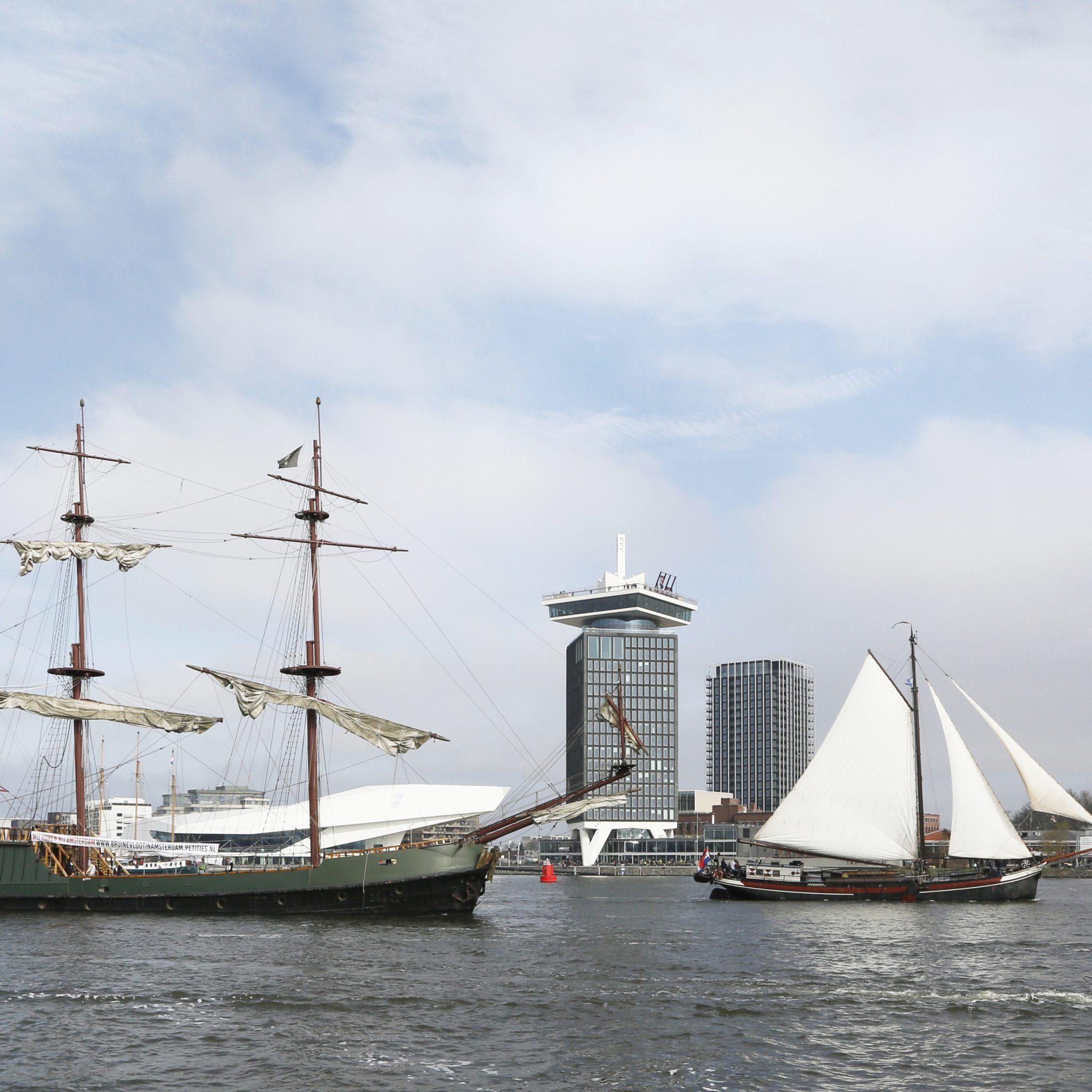 De FVEN vindt de tarieven te hoog en sluit niet uit dat Varend Erfgoed schepen Amsterdam zullen verlaten  (Foto: Berlinda van Dam / Hollandse Hoogte)