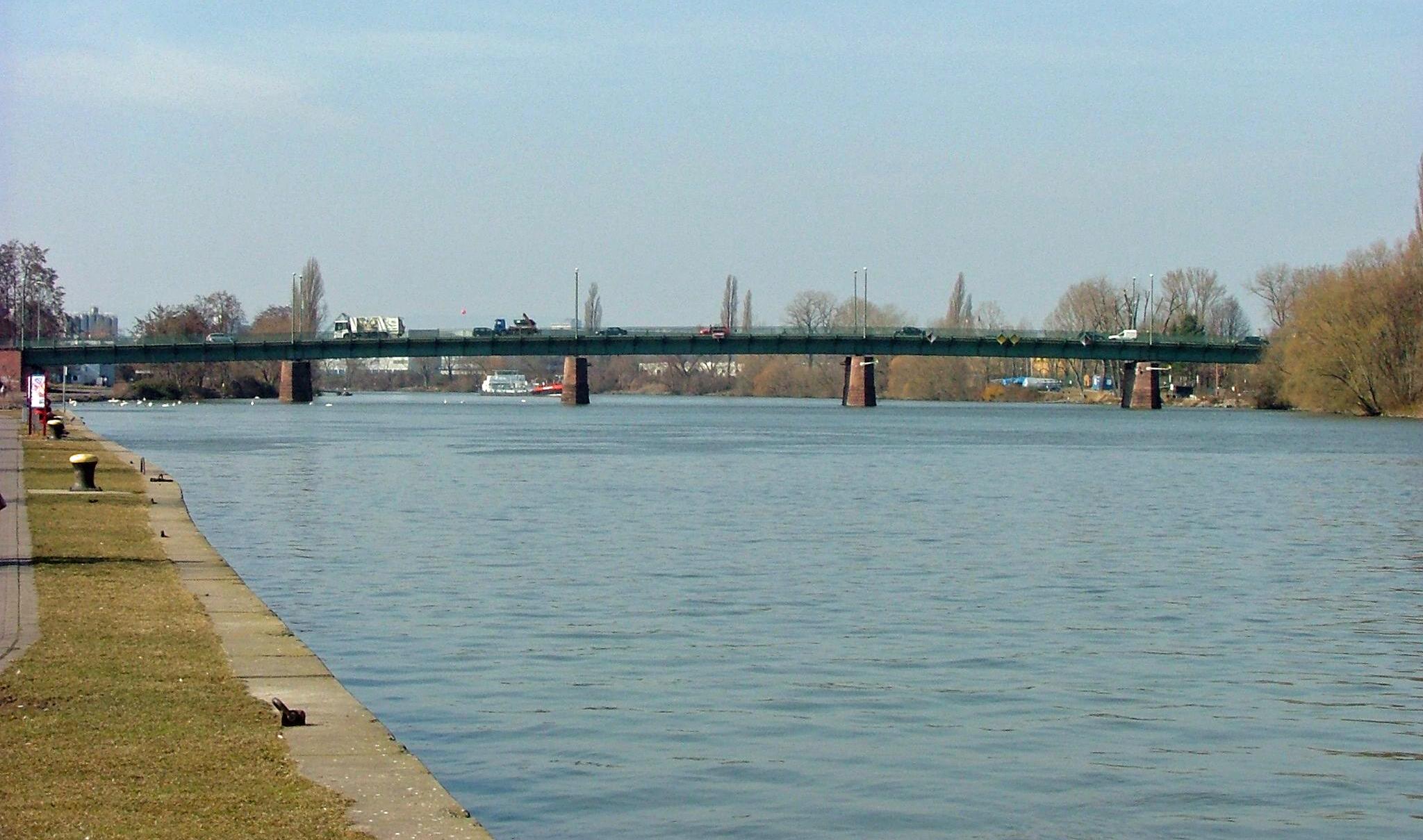 De Carl Ulrich Brücke in Offenbach (Foto Wikipedia)